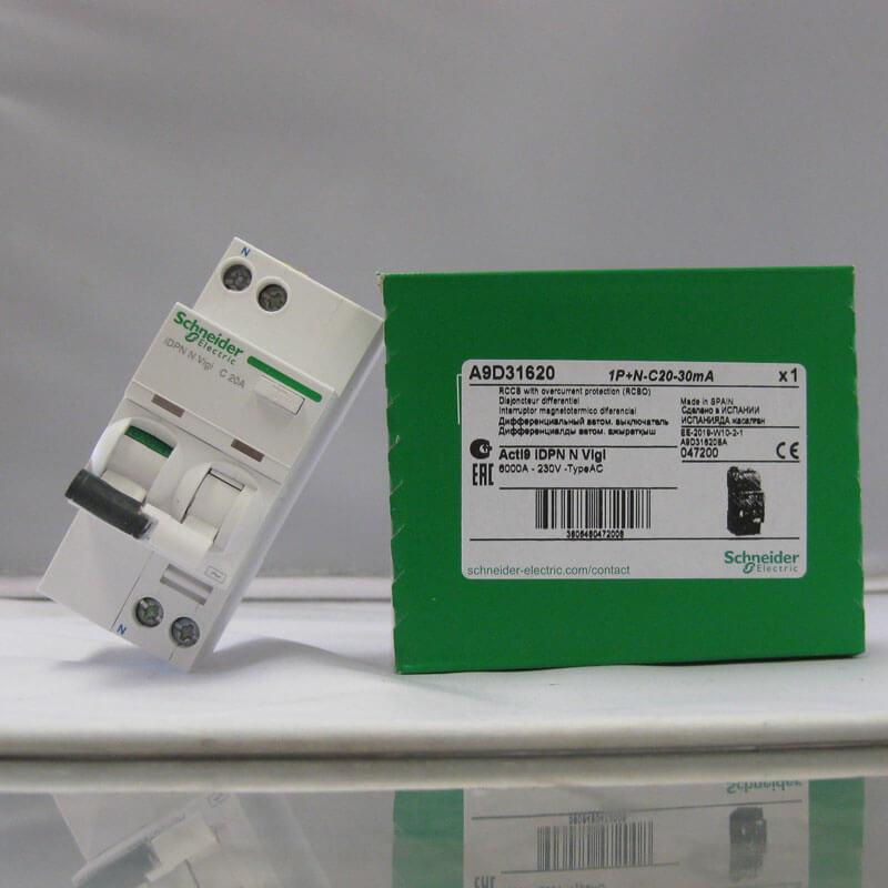 A9D31620 Aptomat Cầu dao chống dòng rò RCBO Schneider 1P+N 20A 30mA